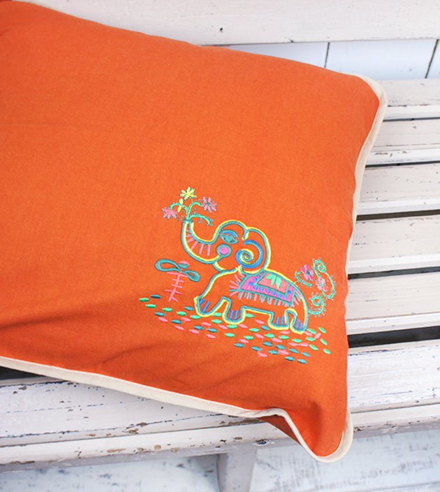 刺繡抱枕 4