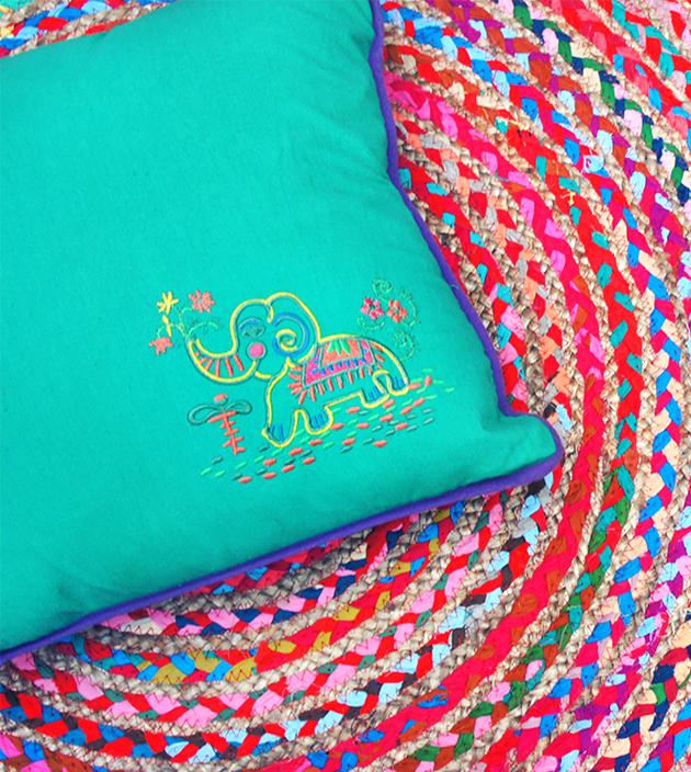 刺繡抱枕 2